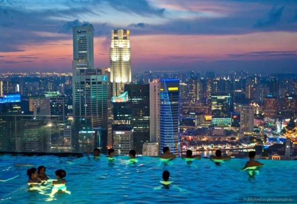 Infinity-pool of Marina Bay Sands Hotel in Singapore
