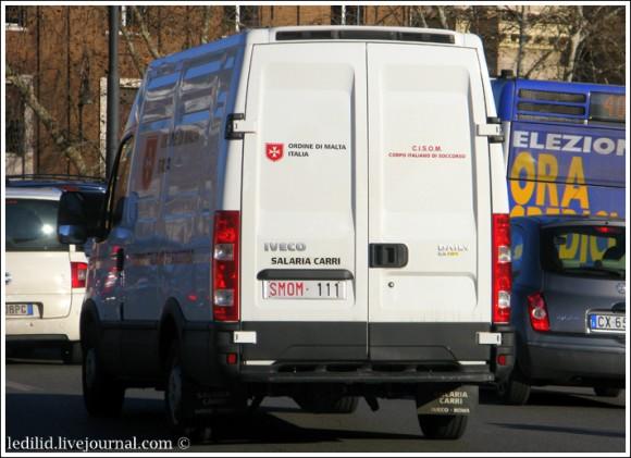 Фургон с номерами Мальтийского ордена на улицах Рима