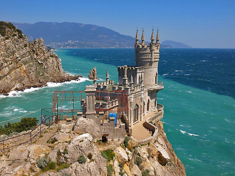 http://cheap-trip.eu/wp-content/uploads/2013/04/Crimea-Lastochkino-gnezdo.jpg