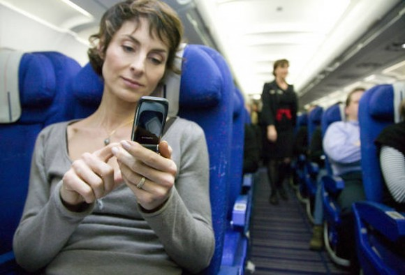 Mobile_phone_on_board_og_plane_aircraft