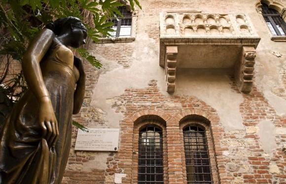 romeo-and-juliet-balcony-verona