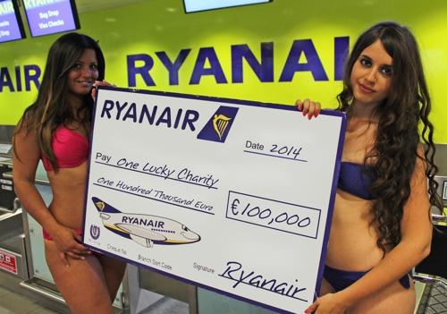 Ryanair_bikini_alendar_2014_ (1)