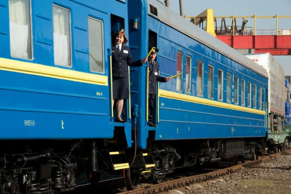 Ukrainian_train_railway_pojizd_2