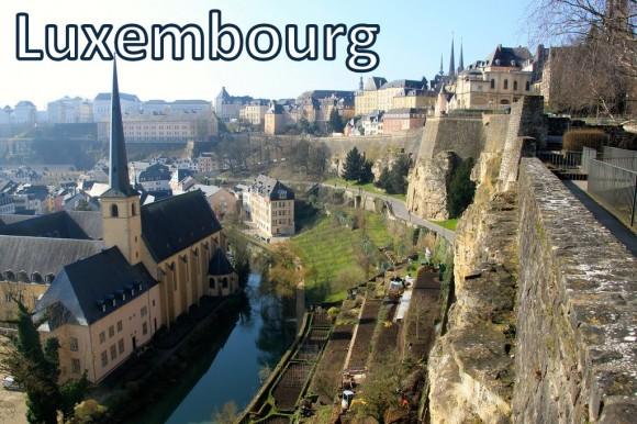 """Люксембург - самий центр Євросоюзу, найзаможніша і, мабуть, найзатишніша країна ЄС. Конституційна монархія на чолі з великим герцогом. Назва походить від верхьонімецького """"lucilinburch"""" — """"мале місто"""". Столиця Люксембургу - однойменне місто з населенням 85 тисяч осіб - розташоване між мальовничими пагорбами, де зливаються річки Альзет і Петрюс. Тут є кафедральний собор Notre Dame, ратуша, міст Адольфа, Палац великих герцогів, замок в парк """"Три жолуді"""", Музей сучасного мистецтва імені великого герцога Жана."""