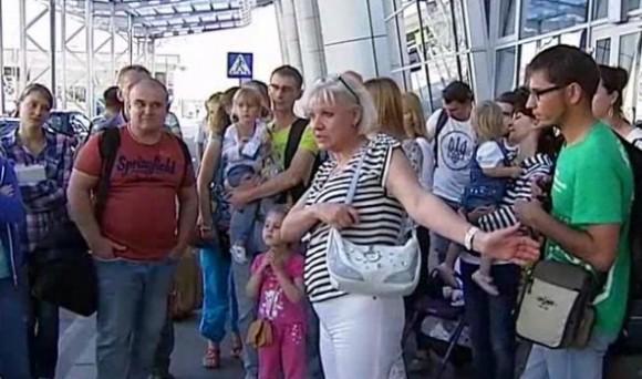 """Обурені пасажири в аеропорту """"Жуляни"""""""