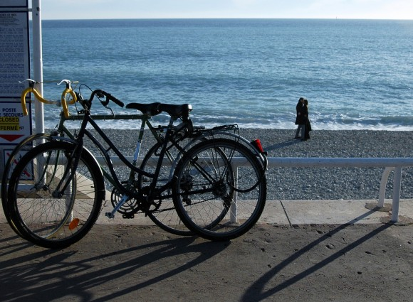 На пляжі в Ніцці взимку. Фото  Daniela Nobili, Flickr.com