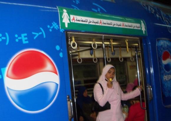 Специальный вагон только для женщин в метро Каира