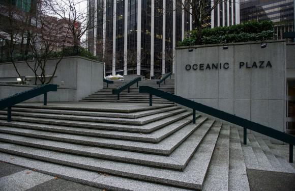 Готель Oceanic Plaza - тут знімалася сцена з пробіжкою Крістіана, під час якої йому телефонує Анастейша