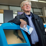 Авіакомпанія KLM влаштувала спецрейс на честь свого особливого клієнта, який 20 років щотижня літав її лайнерами, не виходячи з аеропортів