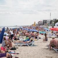 Не за кордон і не в Крим. Курорти Карпат та півдня континентальної України переповнені, хоч і деруть ціни