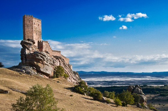 Замок на скелях у Сафрі