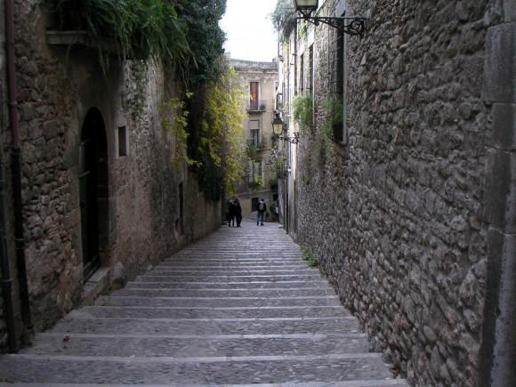 Типова вуличка історичного центру Жирони