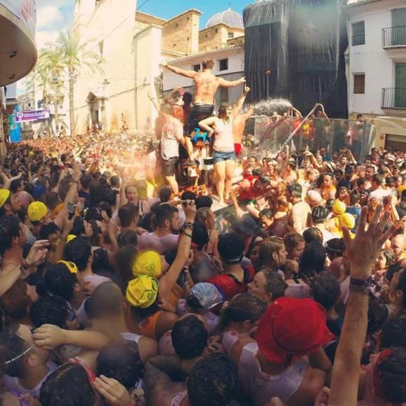 la_tomatina_2015_bunol_bunyol_crowd